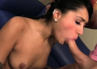 Groupie slut Giselle Mari does her rock star idol with mouth and pussy