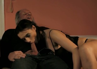 Brunette loves intense pussy drilling
