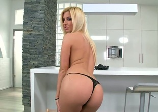 Golden-haired Jessie Volt spends her sexual energy alone with the help of toy : Pornalized.com nude tube