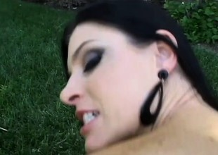 Horny India Summer can't resist some outdoor banging with her man
