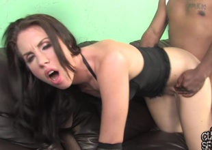 Maggie Matthews sucks a BBC and takes it in her cunt in cuckold clip