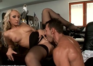 Blonde Nina Moonlight has some time to give some oral pleasure