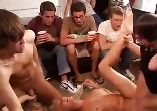 Full house college party turns into hardcore orgy