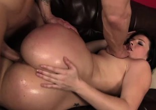 Ashli Orion touches herself and wildly bounces on her man's hard prick