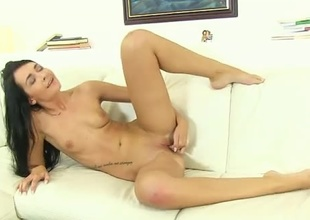Nubile sex kitten pumps her fingers in and out of her hungry twat