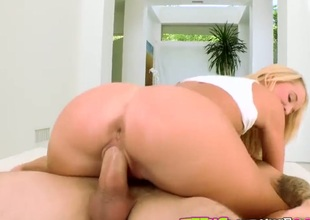 Blonde Chris Strokes lets guy stick his thick snake in her mouth