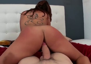 Brunette Rissa Maxx with juicy ass and trimmed muff does oral job for hot guy to enjoy