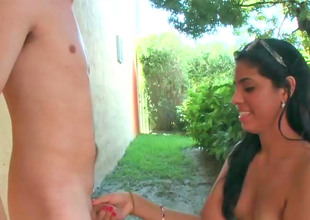 Hot gypsy babe likes to rub a hard meat stick