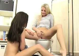 Cayla and Subil Arch licking cunt for tasty piss
