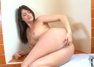 So today we have an awesome babe, whose name is Ava Dalush. Oh wow, she is just amazing! Moreover, Ava is going to masturbate for us in her bathroom. Now thats really hot